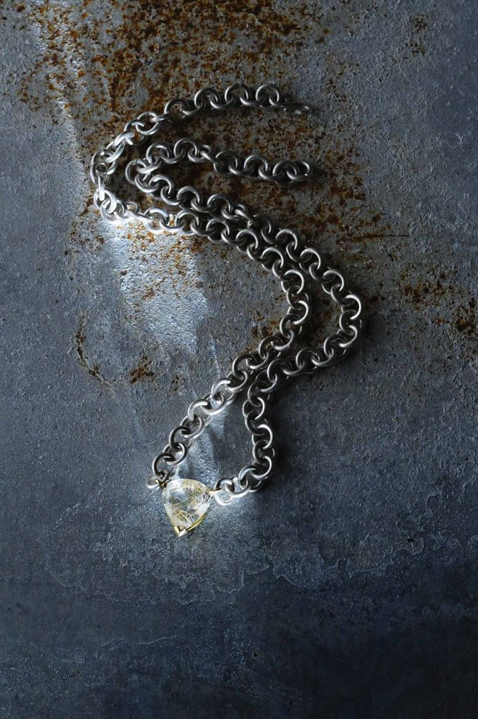 © Valérie Sloan, collier de chien